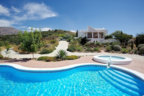 Luxury Villa With Fabulous Views, Private Pool, Peace and Quiet