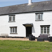 The Old Dairy Annex, Part of a Beautiful 17th Century Farm House