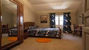 4 chambres, bureau, fer et planche à repasser, lit parapluie