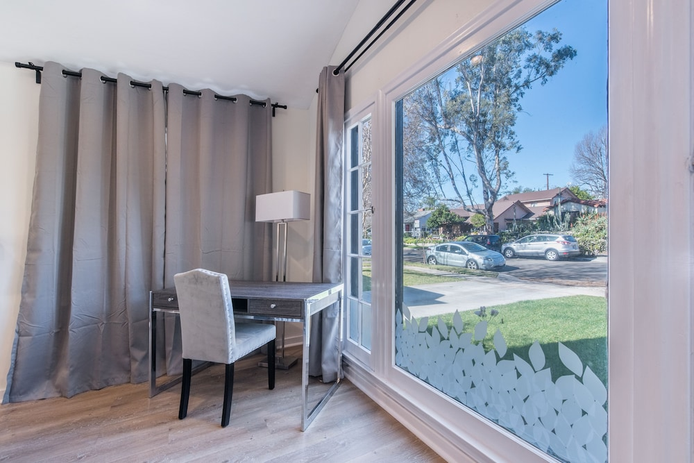 Street View, Luxurious Studio City Home