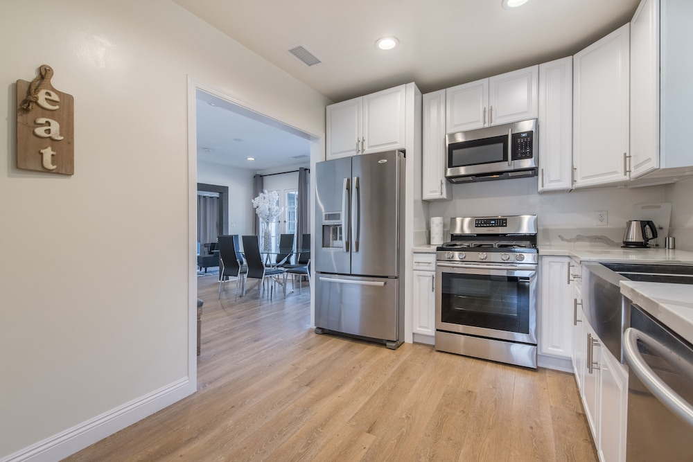 Private Kitchen, Luxurious Studio City Home