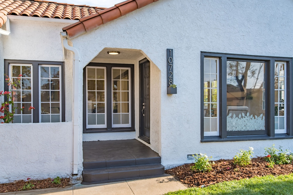 Property Entrance, Luxurious Studio City Home