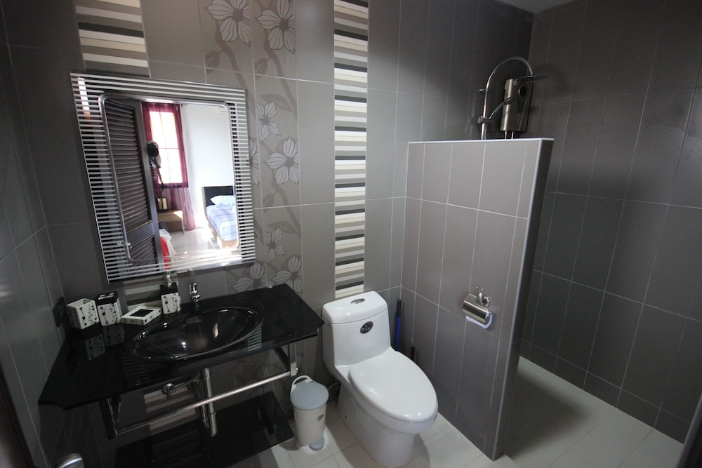 Bathroom, Stylish AND Exclusive House IN Quiet Area