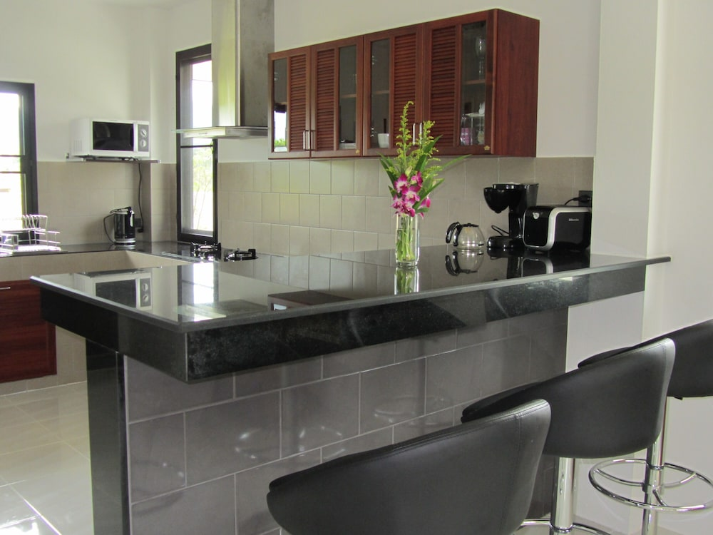 Private Kitchen, Stylish AND Exclusive House IN Quiet Area