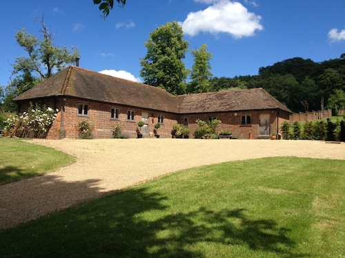 Beautiful Barn Conversion Idylic Views Surrey Hills Near Shere, 1 Hour Lond