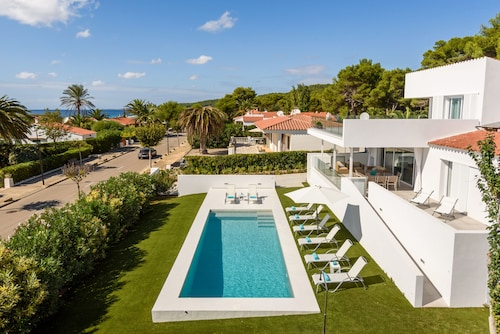 Luxury Villa With Private Pool and sea Views 5 Minutes From the Beach