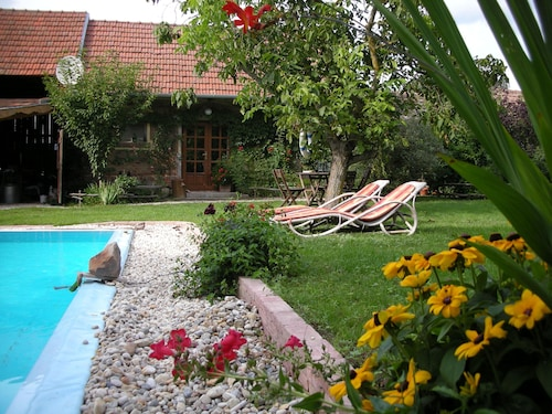 Garden Apartment With Pool