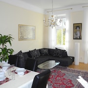 Sunny Apartment Near Prater for up to Four People