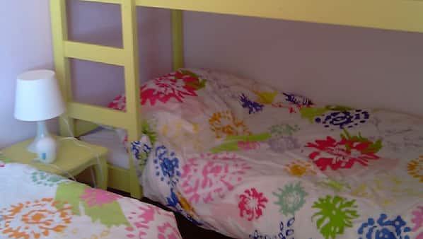 3 chambres, fer et planche à repasser, lits bébé, lit parapluie