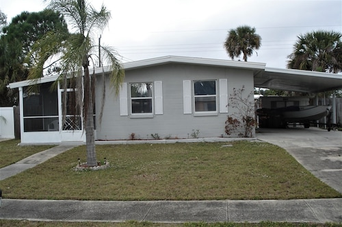 Great for a Family 2 to 4 People 2 Bedrooms 1 Bath Home in North Port