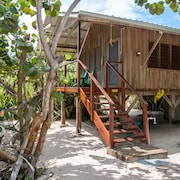 Barnacle Bill's Beach Bungalows - Green House - A Little Peice of Paradise