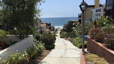 Walkstreet Beach house, Ocean Views and Steps from the Beach, Park & Restaurants