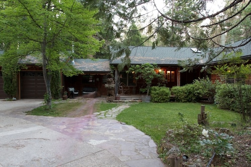 Best Log Cabin in Nevada City, Family and Pet Friendly, Large or Small Groups