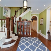 Beautiful Fully Renovated Victorian Home - 4 Blocks From the Beach!