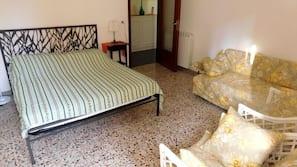 1 bedroom, cribs/infant beds