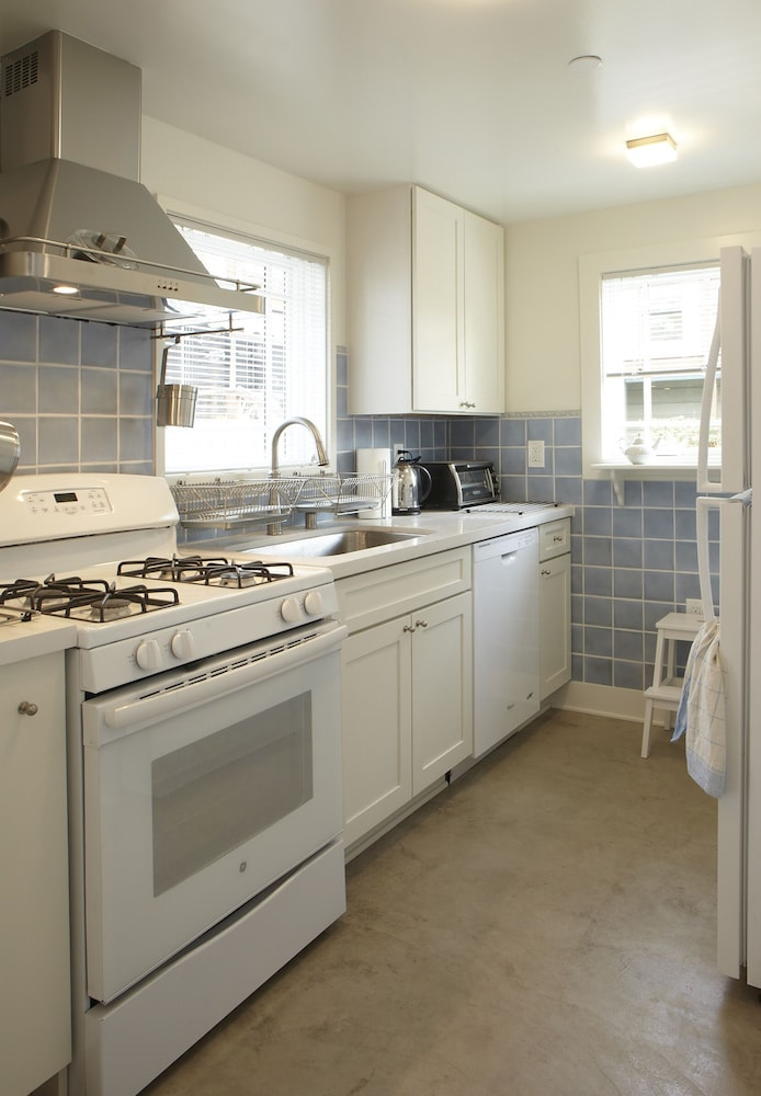 Private Kitchen, Brand New Cottage In Great Berkeley Neighborhood.