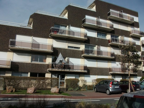 Studio in Courseulles-sur-mer, With Wonderful City View, Furnished Balcony and Wifi - 50 m From the Beach