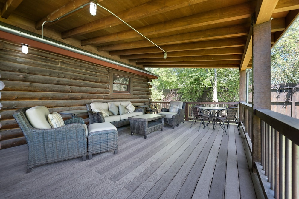 Balcony, Special Rates Pet Friendly Log Cabin, Sleeps 8, Hot Tub, Fishing & Skiing Galore