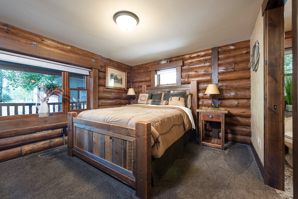 Room, Special Rates Pet Friendly Log Cabin, Sleeps 8, Hot Tub, Fishing & Skiing Galore