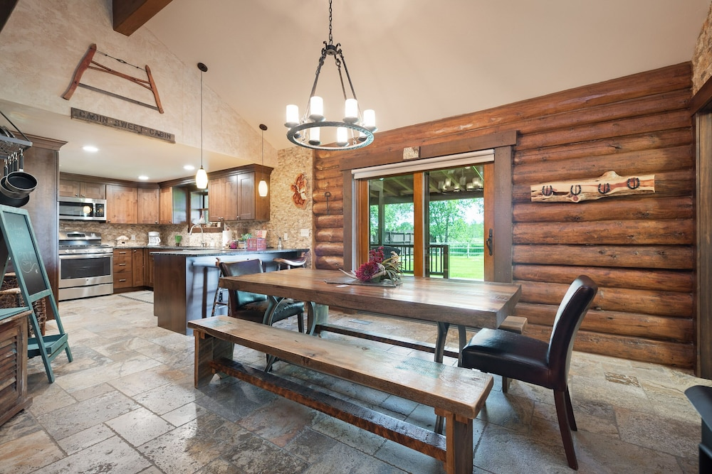 Private Kitchen, Special Rates Pet Friendly Log Cabin, Sleeps 8, Hot Tub, Fishing & Skiing Galore