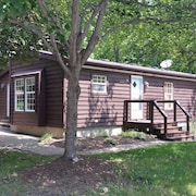 Eight Person Cottage at the Put-in-bay Island Club - 3 BR, 2 BA, Parking