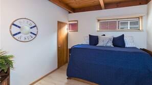6 bedrooms, iron/ironing board, Internet, linens