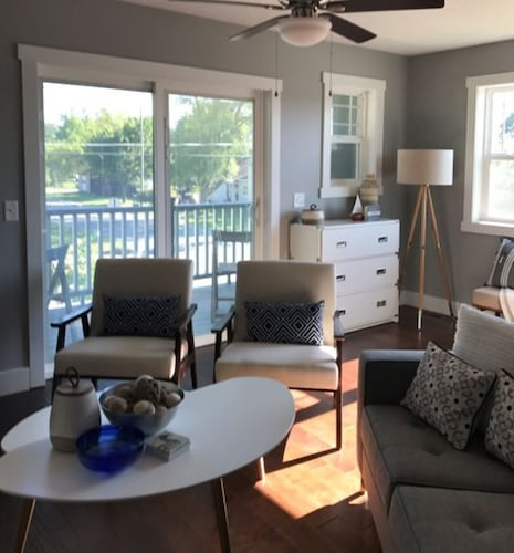 Beautifully Decorated pet Friendly Condo Near Downtown Traverse City