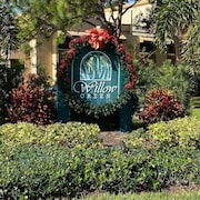 Vacation in Sarasota in 2 Bedroom Condo Overlooking Pool in The Meadows