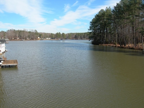 Cove Haven - Lake Gaston Waterfront Retreat