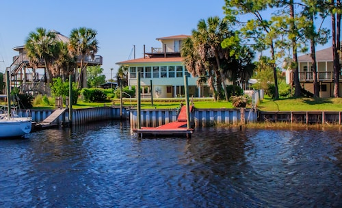 Der Webb Haus in Shell Point - Privater Pool, Boots-dock, Wifi, Sunroom, Bay Beach