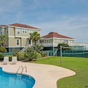 Oceanfront Vacation Rental With a Private Pool