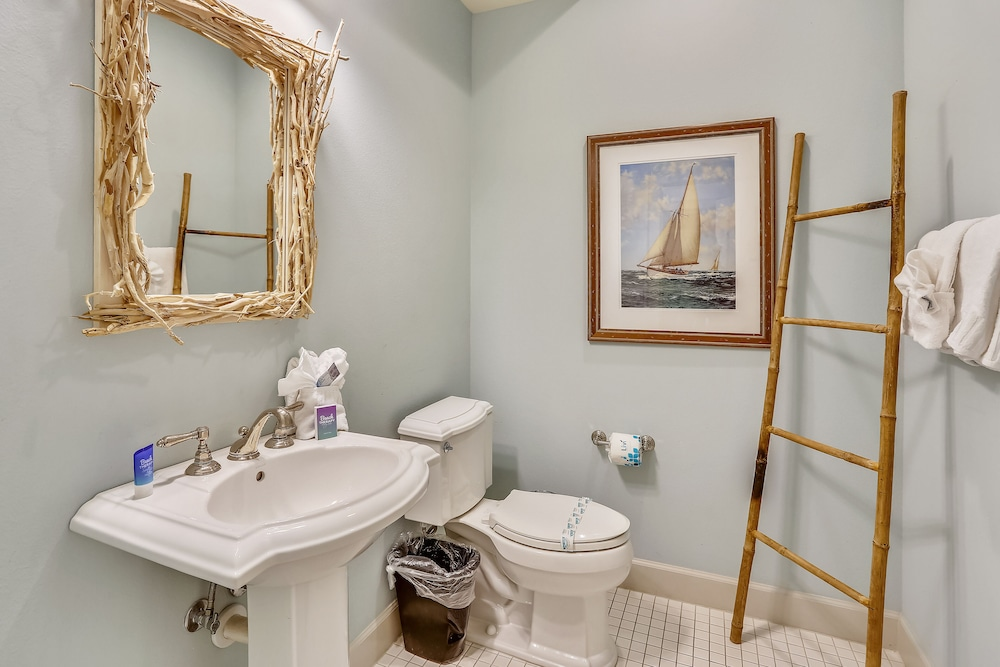 Bathroom, Mainsail Beach Inn 2 Bedroom