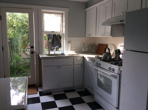 Charming Family Friendly 2 Br Garden Apartment, Centrally Located!