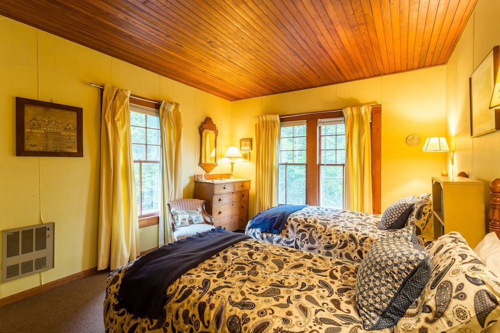 Room, Woodland Sanctuary, Giant Mountain Views, Convenient Location near High Peaks