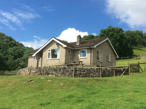 Surrounded by Meadows, Great Walks and Views, Lambs in Spring. Alton Towers 9m
