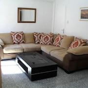Lge. 2 Bedroom Apartment Completely Refurbished for Your Holiday Comfort