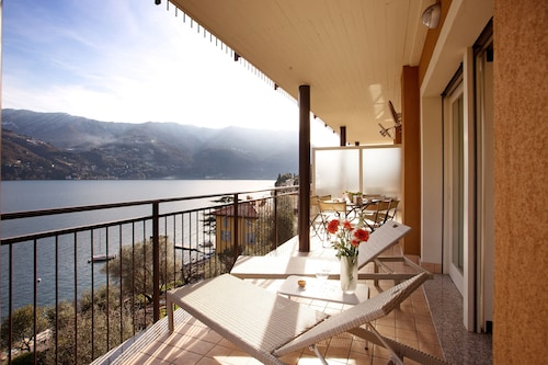 Laglio Ribolla Azzuro Stylish Modern Apartment With Lake View and Pool