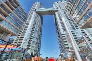 Luxurious Condo by CN Tower-FREE PARKING