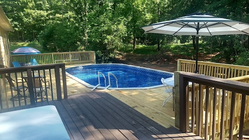 Pool With Massive Deck /family Gatherings/ Atl -6 Flags /sleeps 16 Allow 20