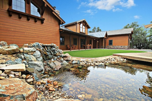 Dog-friendly Guest House on 60 Acres Views, Pond, Trails, Hot Tub & More!
