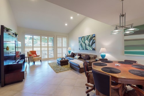 NEW Listing! Modern Condo w/ Poker Table, Shared hot Tub, Pool & Tennis Courts!