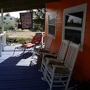 3/3 Dockage, Wifi, Netflix Golf Cart and Boat Rental Available