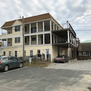 Two Bedroom Appartment Located In The Heart Of Dewey Beach!! One Block From