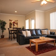 Gated One Bedroom Resort Style Condo Near Asu, the Zoo, Golf, Botanical Gardens