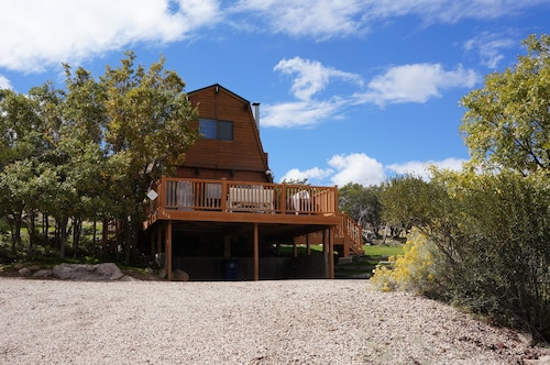 Pine Valley ut Cozy Cabin Located in Quiet cul de sac Perfect for Family Getaway
