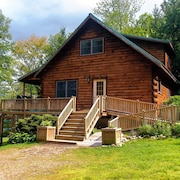 Maine Lakeside log Home, Fully Equipped, 3 Bed, 2bath, Sleeps 8, hot Tub, Boats