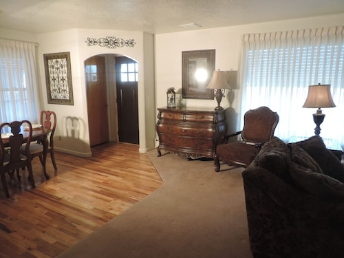 Newly Remodeled 3 Bedroom 2 Bath 40 Min. From Most ski Areas in SLC or Ogden