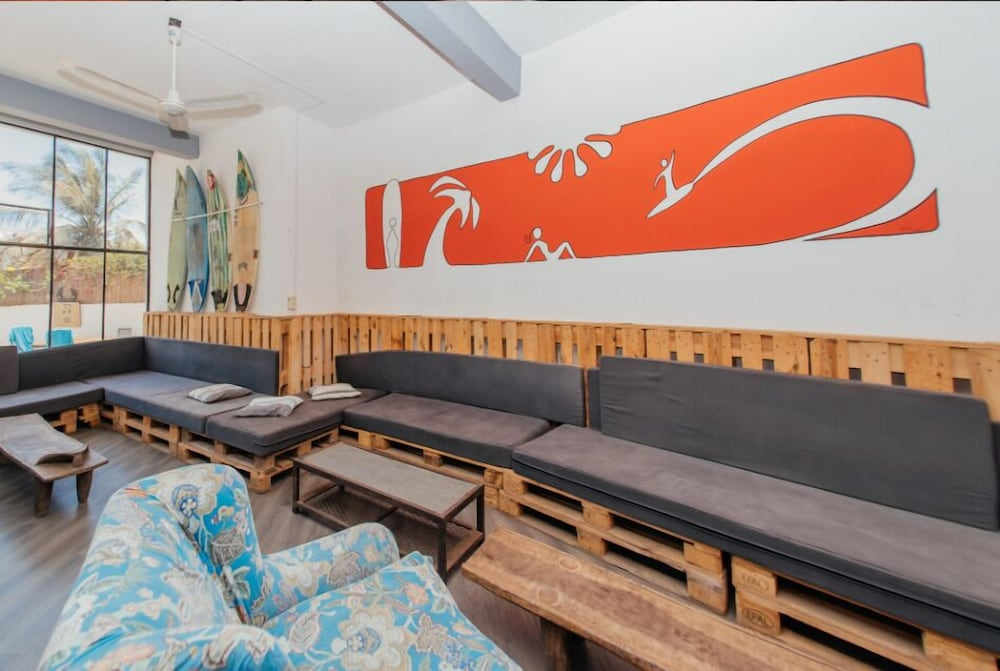 Lobby Sitting Area, Quiksilver Boardriders Surf Camp - Hostel