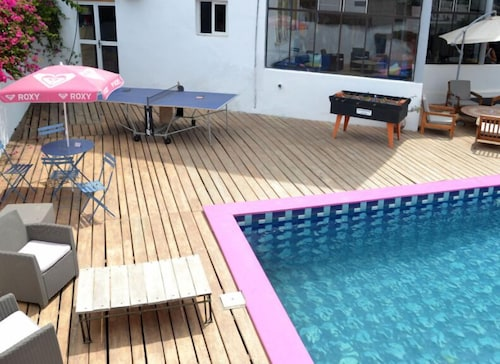 Outdoor Pool, Quiksilver Boardriders Surf Camp - Hostel