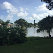 Tranquil Lakefront Home: Gulf Beaches, Shopping, and Entertainment Near by